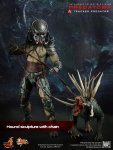 Predators - Tracker Predator Collectible Figure with Hound 01