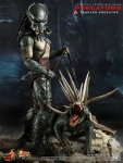 Predators - Tracker Predator Collectible Figure with Hound 02
