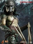 Predators - Tracker Predator Collectible Figure with Hound 04