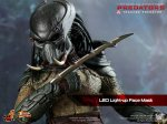 Predators - Tracker Predator Collectible Figure with Hound 08
