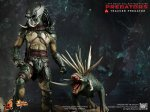 Predators - Tracker Predator Collectible Figure with Hound 09