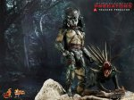 Predators - Tracker Predator Collectible Figure with Hound 10