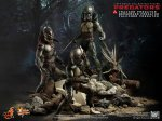 Predators - Tracker Predator Collectible Figure with Hound 12
