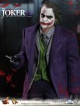 DX Series - The Dark Knight - The Joker 2.0 Collectible Figure - 06