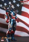 Iron Man 3 - 1-6th scale Iron Patriot Collectible Figurine 01