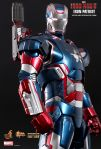 Iron Man 3 - 1-6th scale Iron Patriot Collectible Figurine 04