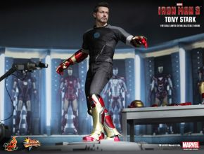 Tony Stark (Armor Testing Version) Collectible Figure 01
