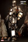 Hot Toys - Iron Man - Mark I (2.0) Limited Edition Collectible Figurine 04