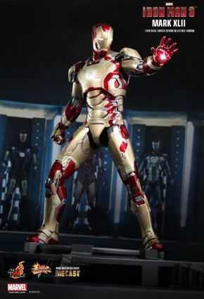Iron Man 3 -  1-6th scale Mark XLII Collectible Figurine 01