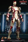 Iron Man 3 -  1-6th scale Mark XLII Collectible Figurine 02