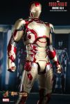 Iron Man 3 -  1-6th scale Mark XLII Collectible Figurine 03