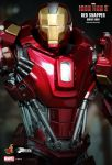 Iron Man 3 - 1-6th scale Power Pose Red Snapper Collectible 14