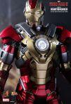 Iron Man 3 - 1-6th scale Heartbreaker (Mark XVII) Collectible Figurine 09