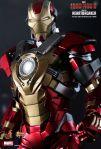 Iron Man 3 - 1-6th scale Heartbreaker (Mark XVII) Collectible Figurine 10