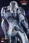 Iron Man 3 - 1-6th scale Starboost (Mark XXXIX) Collectible Figure 14