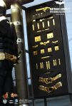 The Dark Knight - Batman Armory (with Batman Collectible Figure) 09